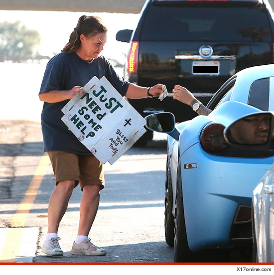 0810-justin-bieber-homeless-woman-x17-3