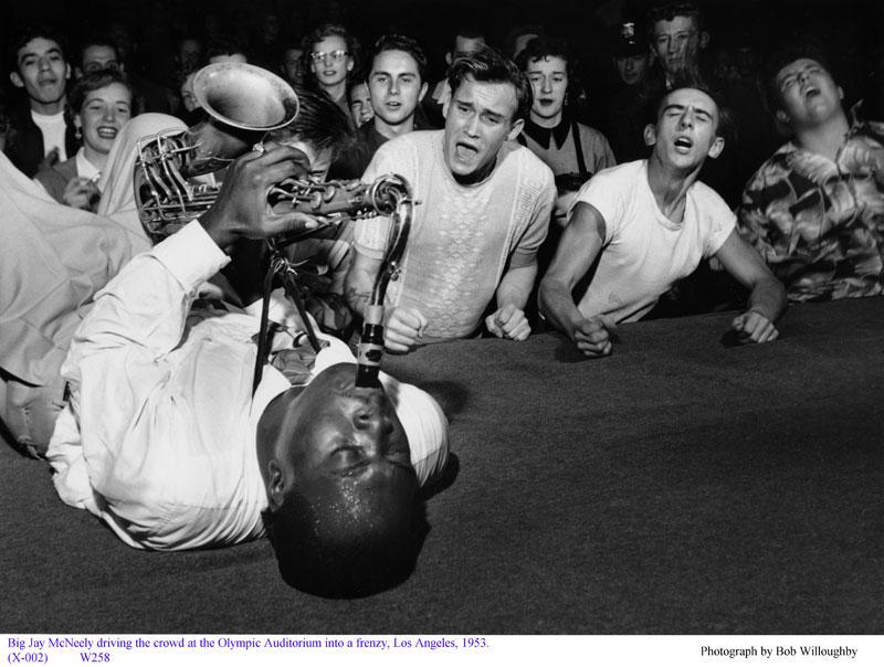 big-jay-mcneely-on-sax-olympic-auditorium-la-1953-bob-willoughby