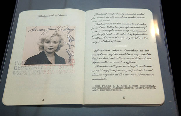 marilyn-monroe-passport-photo