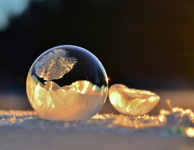 frozen-bubbles-angela-kelly-1-640x495