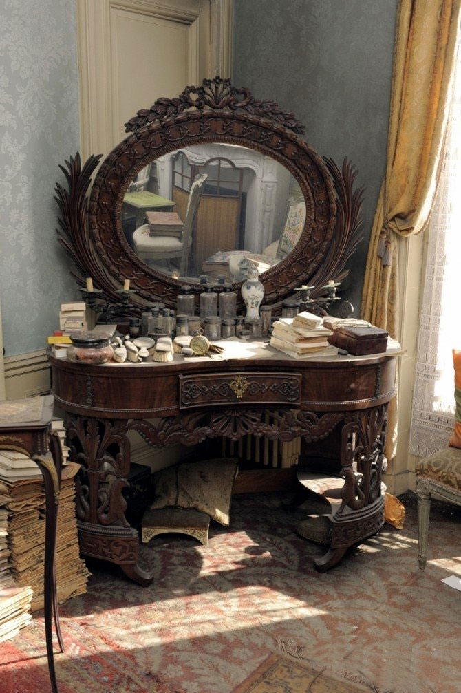 perfectly-preserved-paris-apartment-discovered-after-70-years-with-valuables-and-paintings-6
