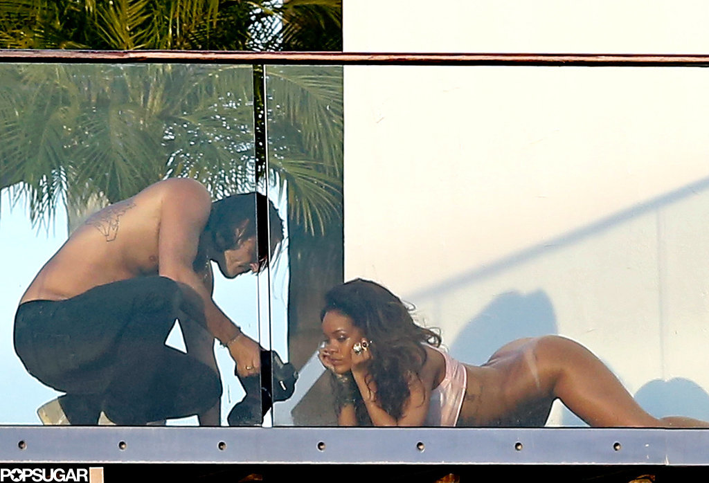 Rihanna-Posing-Without-Pants (2)