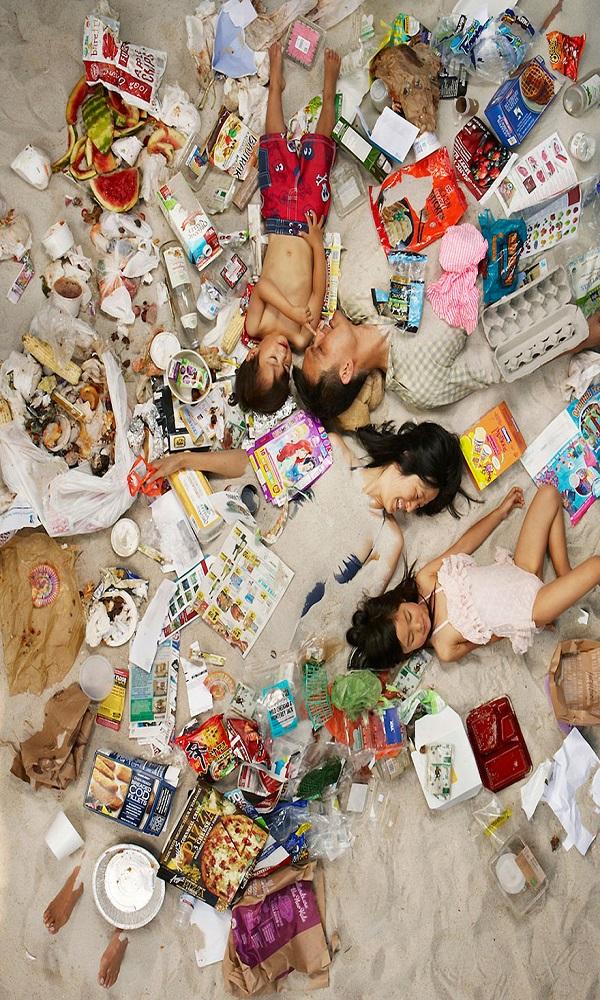7-days-of-garbage-environmental-photography-gregg-segal-8