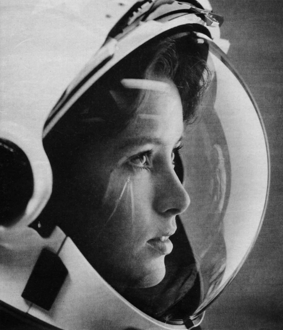 Anna%20Fisher%2C%20astronaut%2C%20with%20stars%20in%20her%20eyes%20on%20the%20cover%20of%20Life%20magazine%20in%201985.%20She%20was%20the%20first%20mother%20in%20space.%20%20