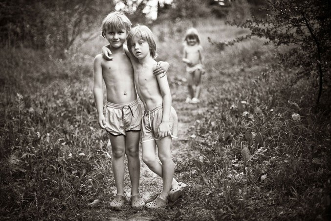 Mother-Children-Summers-In-Poland-10-677x451