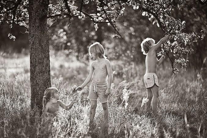 Mother-Children-Summers-In-Poland-11-677x451