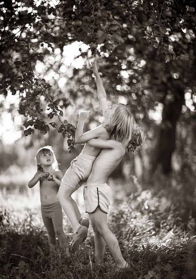 Mother-Children-Summers-In-Poland-6-677x960