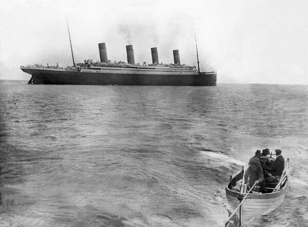22-The-last-picture-of-Titanic-taken-before-sinking-1912