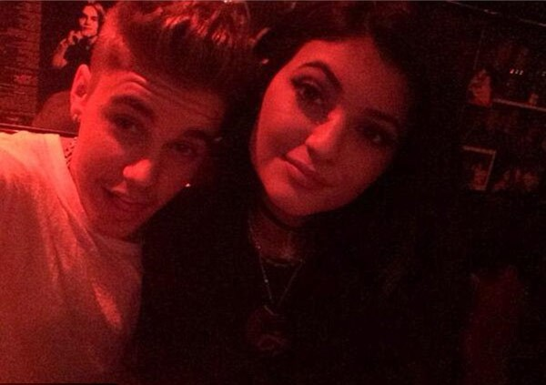 justin-bieber-kylie-jenner-at-rainbow-bar-in-west-hollywood-may-27-ftr