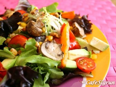 new_york_salat_med_grilludu_graenmeti_og_hnetum