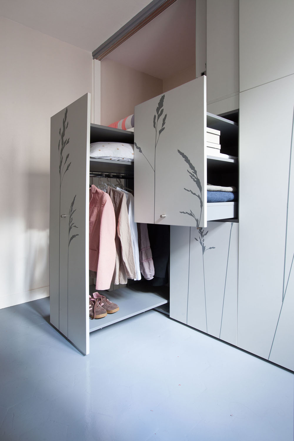 Compact Apartment In Paris by Kitoko Studio 5 Incredibly Small Apartment in Paris Reduces Functions to Minimum