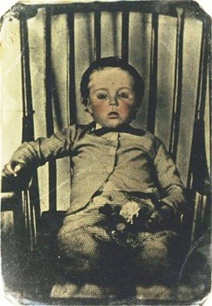 cool-post-mortem-photographs-boy-chair