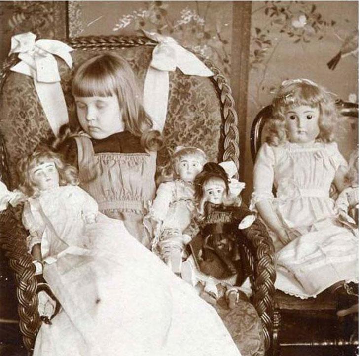cool-post-mortem-photographs-dolls