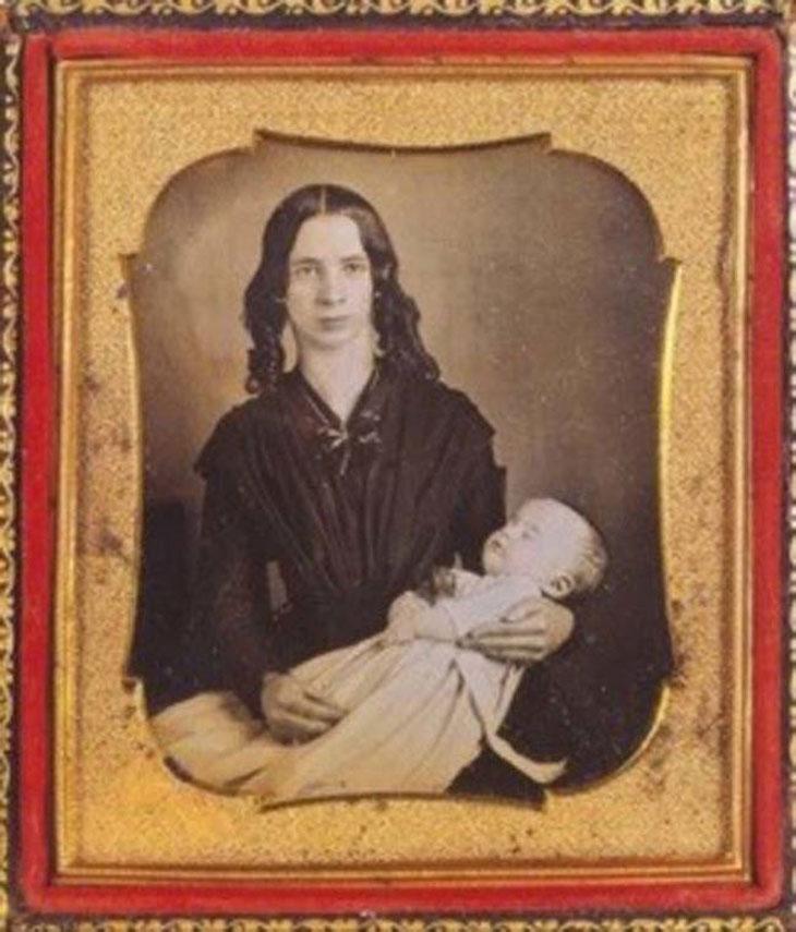cool-post-mortem-photographs-frame-mother