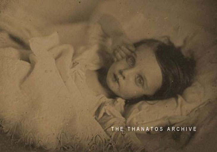 cool-post-mortem-photographs-girl-bed