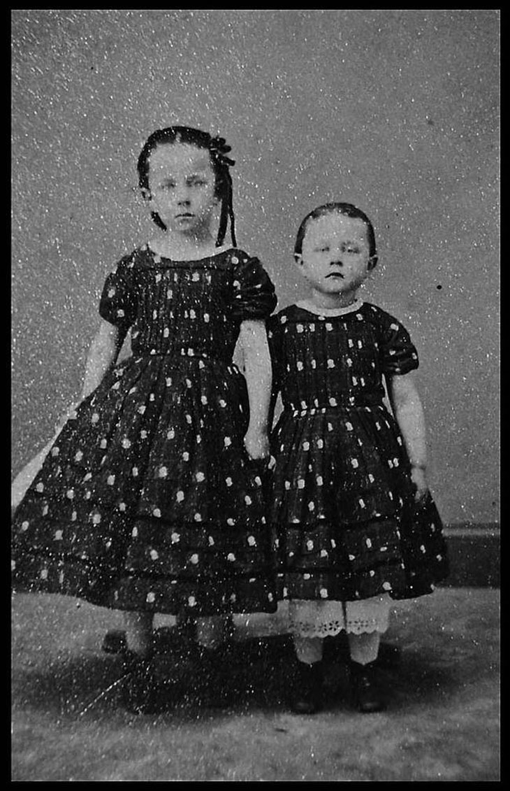 cool-post-mortem-photographs-sisters-dresses