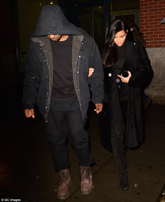 23D4380300000578-2863872-Reunited_Kanye_West_left_and_Kim_Kardashian_right_were_seen_in_N-m-18_1417923918280