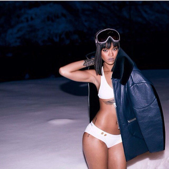 Only-Rihanna-could-look-hot-wearing-bikini-snow