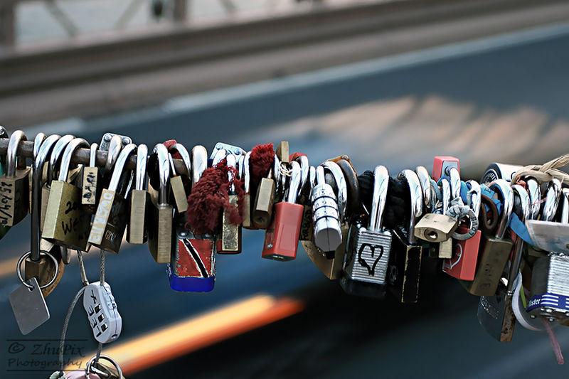 Brooklyn_Bridge_love_locks
