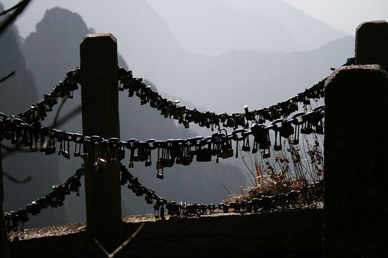 Mount_Huang_China_love_locks