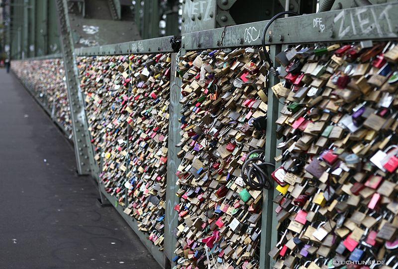 love_locks_Hohenzollern_Bridge_cologne