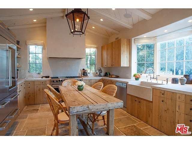 Italian-farmhouse-style-kitchen-features-high-end-appliances-sure