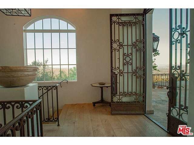 Wide-plank-oak-floors-Venetian-plaster-walls-fill-main-house