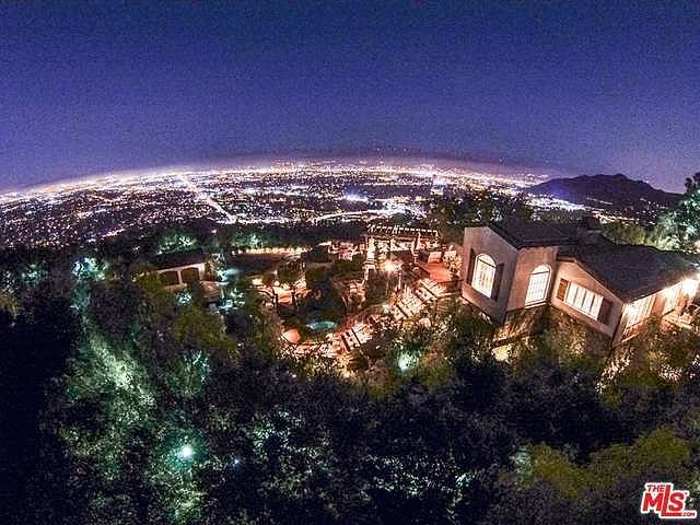 ultraprivate-25-acre-Hollywood-Hills-property-affords-sweeping