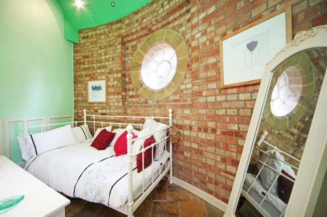 1428090183-teal-silo-house-6-de