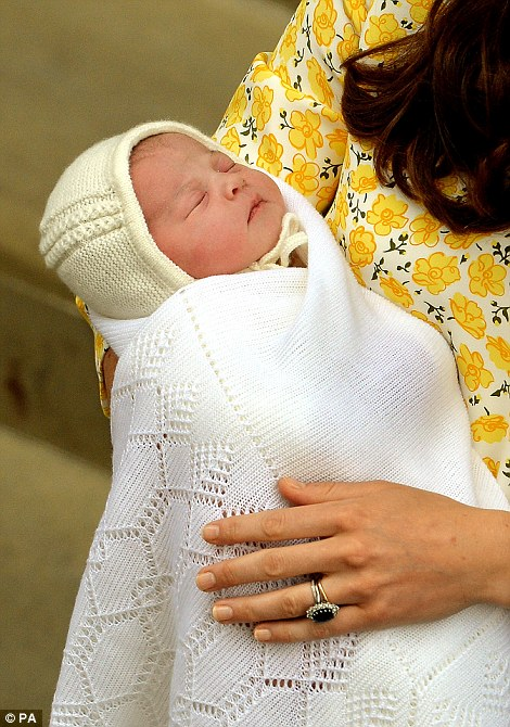 283DF26800000578-3044227-The_Royal_baby_who_will_be_fourth_in_line_to_the_throne_emerged_-a-139_1430591742387