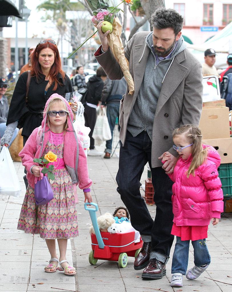 Ben-Affleck-His-Daughters-Brentwood-Farmers-Market