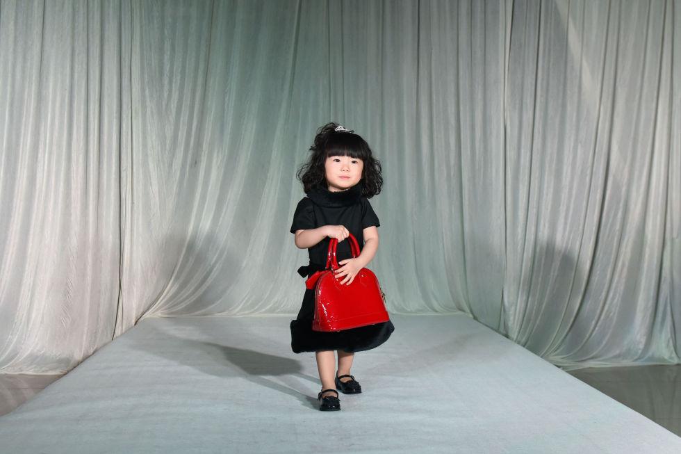 gallery-1430760695-gty-fashion-show-05-150504