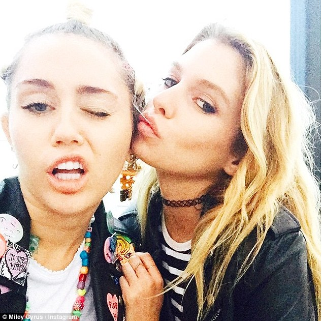 29C5A8F100000578-3131221-Close_MIley_and_24_year_old_model_Stella_are_reportedly_in_a_rel-m-68_1434709094085