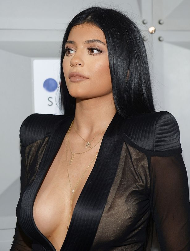 Kylie-Jenner-attends-the-Sugar-Factory-opening (1)