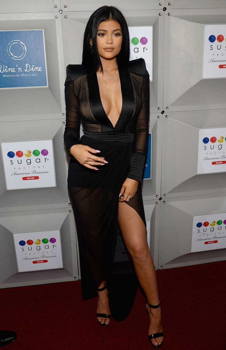Kylie-Jenner-attends-the-Sugar-Factory-opening (3)