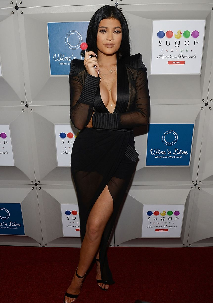 Kylie-Jenner-attends-the-Sugar-Factory-opening (4)