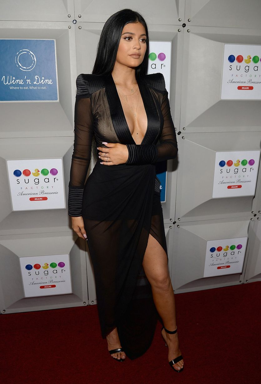 Kylie-Jenner-attends-the-Sugar-Factory-opening (5)