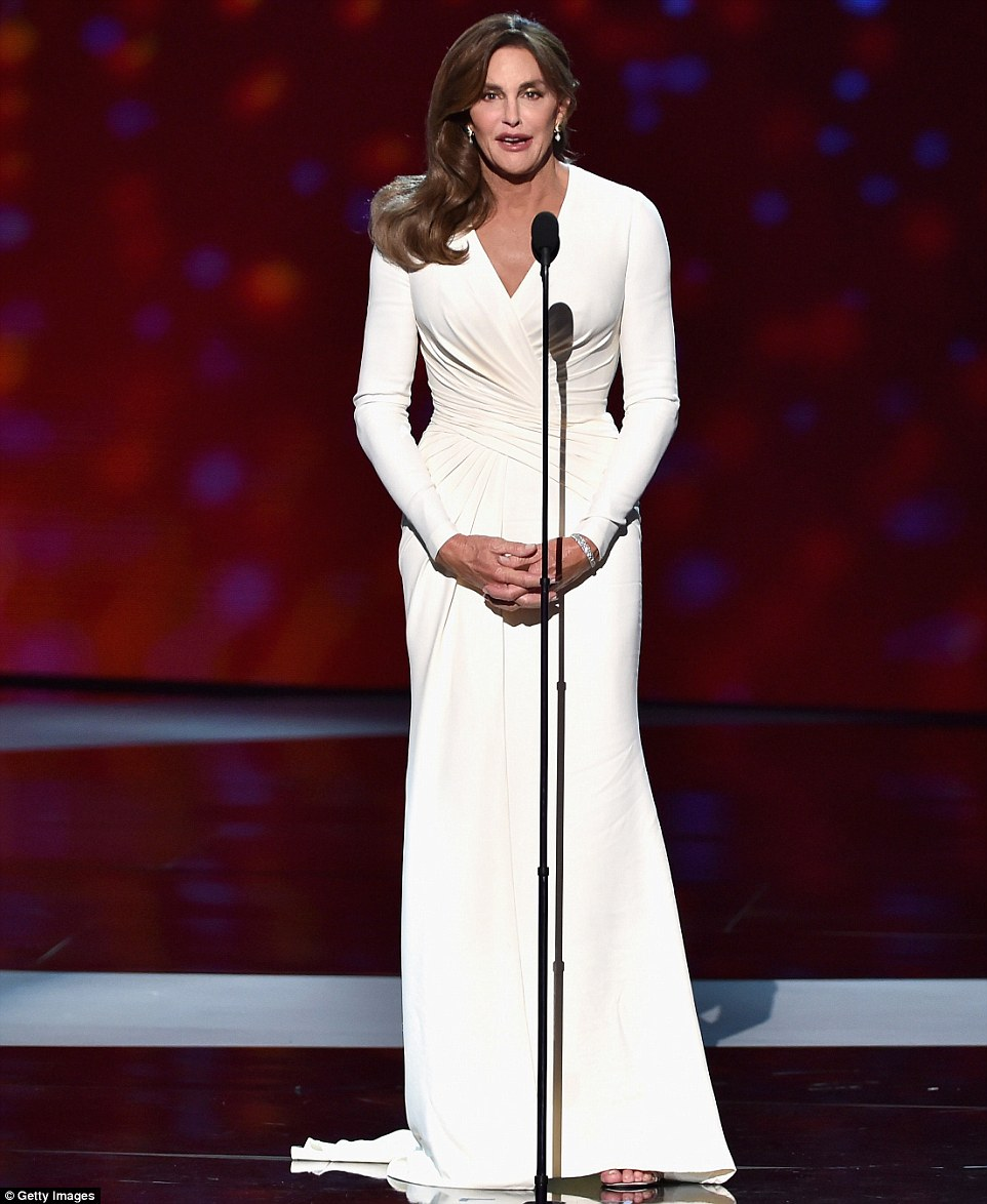 2A92883300000578-3152418-Public_debut_The_awards_show_marked_Caitlyn_s_first_major_public-a-9_1437038003793