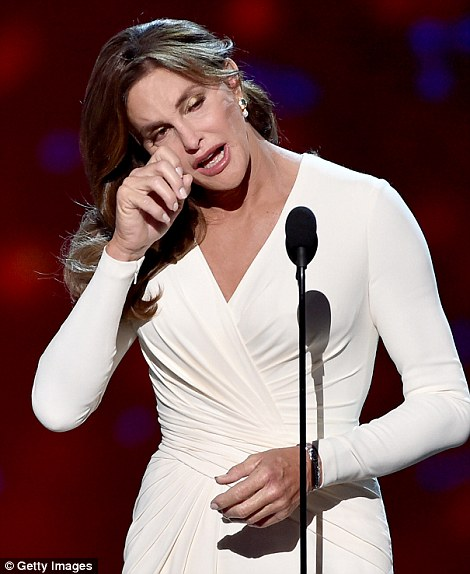 2A928BDB00000578-3152418-Courage_award_Caitlyn_Jenner_tearfully_thanked_her_family_on_Wed-m-61_1437038148430