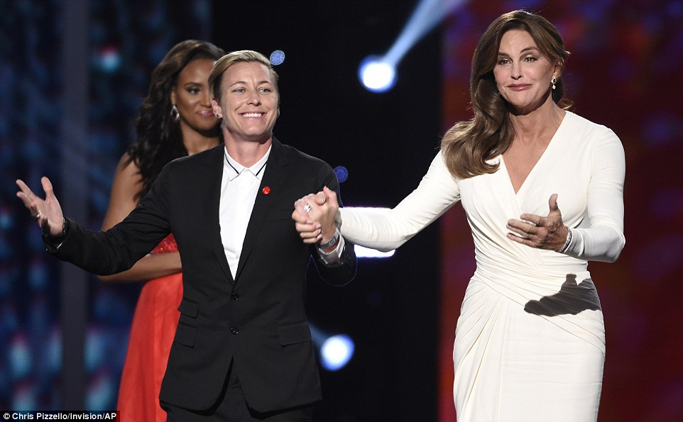 2A9292B800000578-3152418-Special_night_Abby_Wambach_introduced_Caitlyn_as_she_presented_t-a-11_1437038003804
