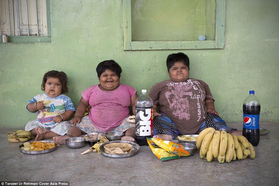 279AE68B00000578-3040673-Diet_Yogita_and_Anisha_eat_eight_chapatis_4lbs_of_rice_three_bow-a-53_1429131832004