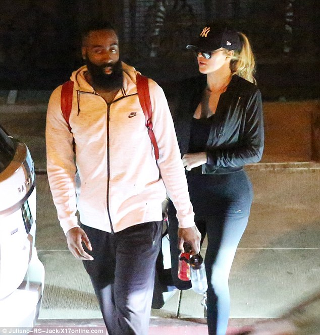 2A5D1FF900000578-3158644-Getting_closer_Khloe_Kardashian_was_spotted_leaving_an_intimate_-a-15_1436742836411