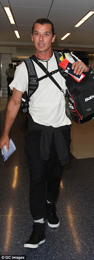 2AEC2E5200000578-3184500-Going_solo_The_Bush_front_man_was_seen_at_LAX_on_Tuesday_last_we-a-50_1438648215521