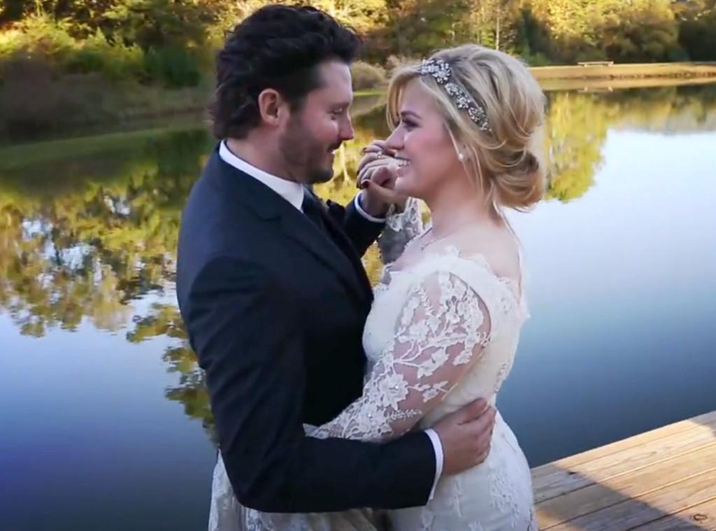 rs_1024x759-131022152653-1024.kelly-clarkson-wedding.ls.102213