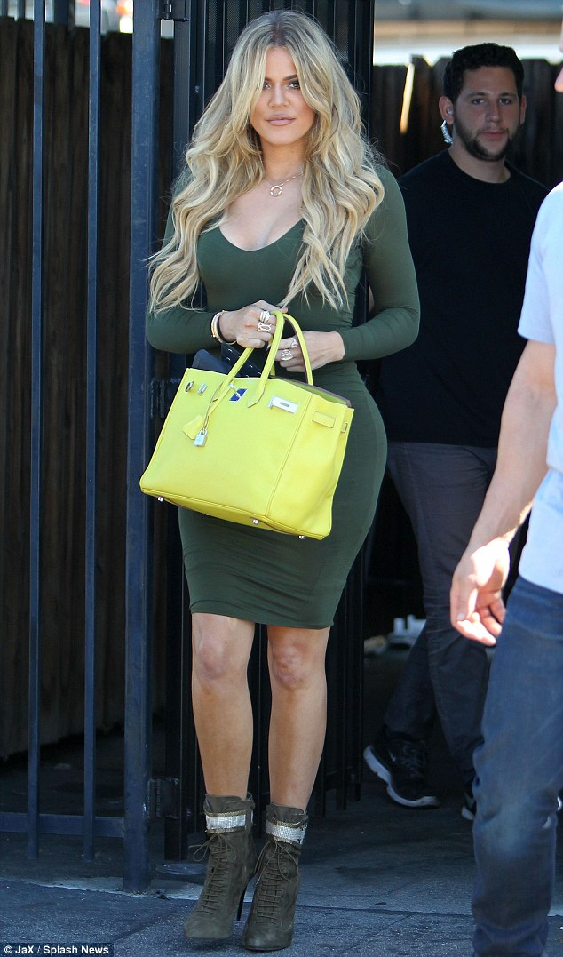 2BDB9C5200000578-3217398-You_go_Khlo_Khloe_Kardashian_headed_into_an_LA_studio_on_Monday_-m-126_1441061726703