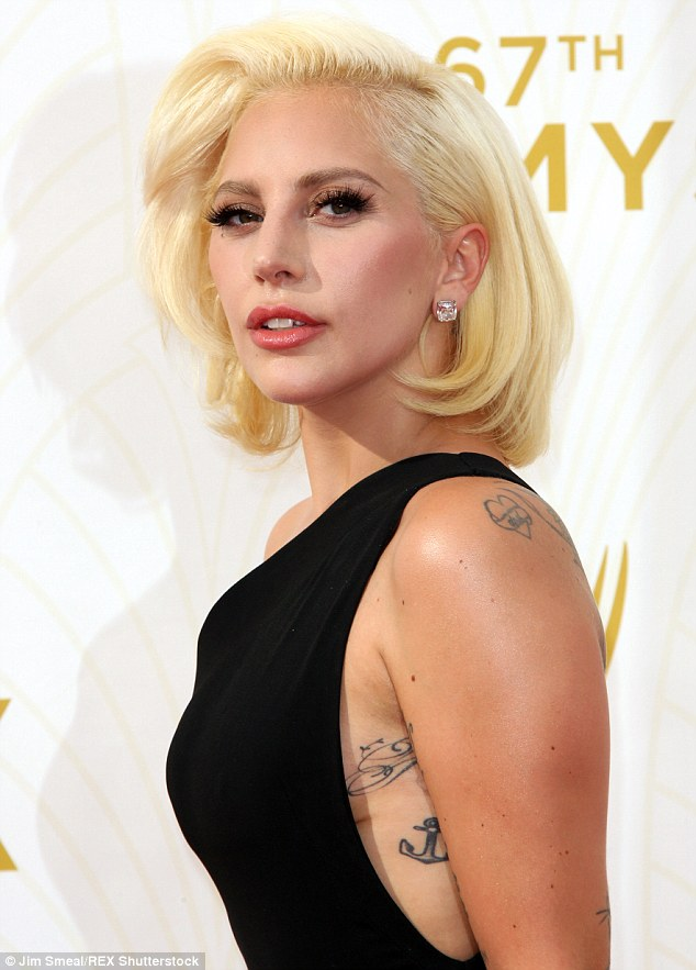 2C92632500000578-3242651-She_delivered_Lady_Gaga_shows_off_a_hint_of_sideboob_and_plenty_-m-113_1442794417051