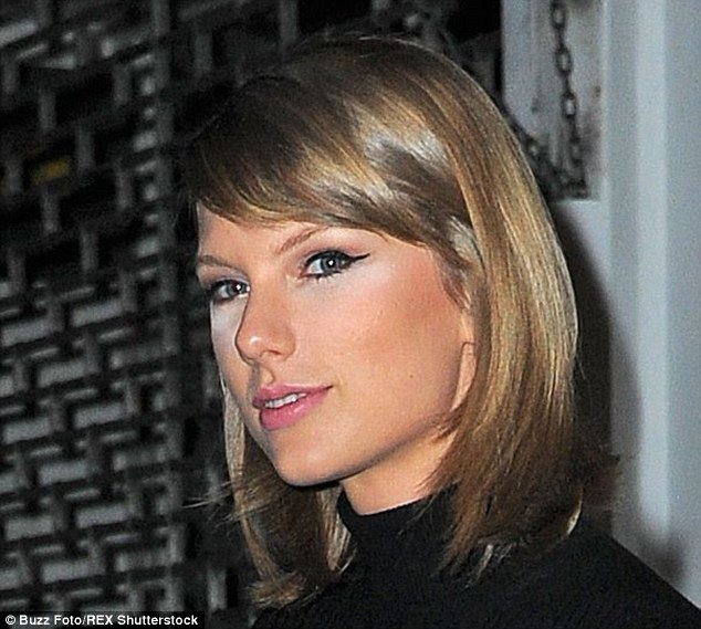 2D2EFC2400000578-3264499-Beauty_blunder_Taylor_Swift_appeared_to_have_a_minor_make_up_mis-a-1_1444290753791