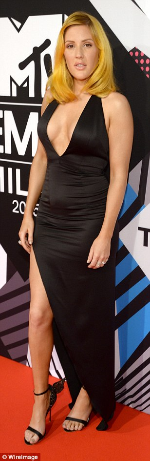 2DC5E87300000578-3286291-Big_change_Ellie_Goulding_displayed_extreme_cleavage_in_a_plungi-a-100_1445800107792