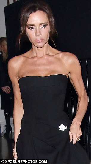 2E18250100000578-3306150-Victoria_Beckham_showed_off_her_shockingly_sinewy_biceps_as_she_-a-3_1446814204047
