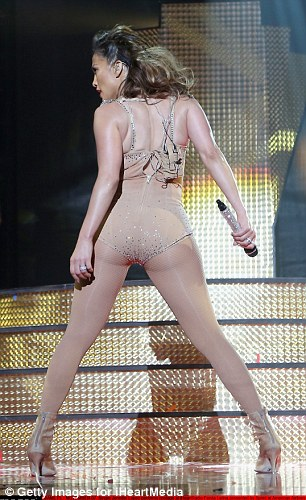 2E38B9BA00000578-3308886-Nothing_but_nude_JLo_s_outfit_only_got_more_lascivious_from_ther-a-41_1446962466079